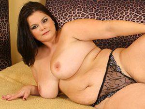 Dicke Frauen mit feuchten Mösen und fetten Brüsten