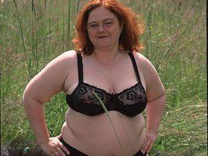 Dralle Rubensfrauen wollen hemmungslos im Gras ficken